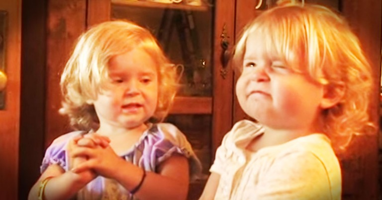 These Funny Twins Adorably Pray, And My Heart Melted--Aww!