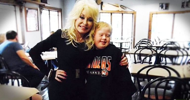 How Dolly Treated This Fan Is Proof--She's Got Class! How Sweet Is This?