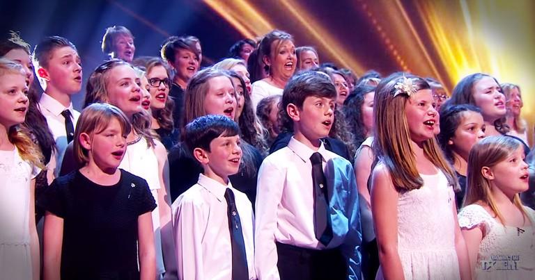 160 Voice Choir Sings HALLELUJAH