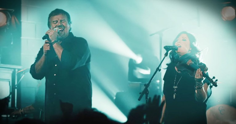 Worship Along With Casting Crowns To 'Good Good Father'