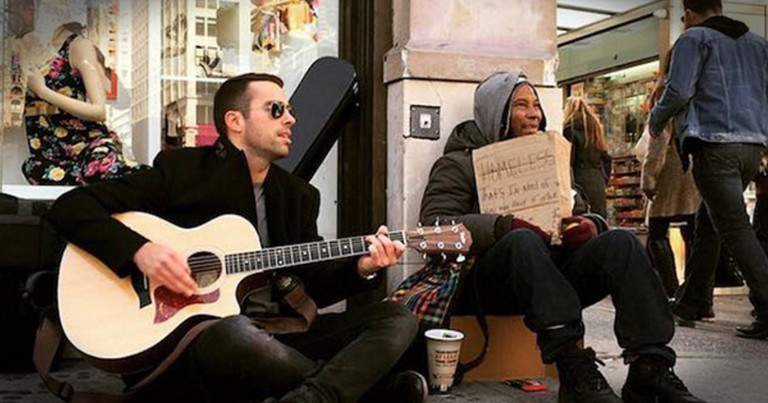 Musician Sits Next To The Homeless And Plays To Help Them And It's Making A Huge Difference