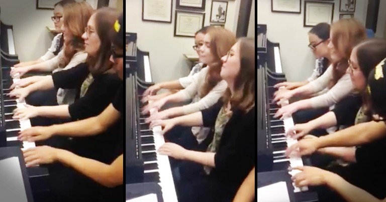 1 Piano 4 Pianists All Playing At The Same Time Is Something I Never Thought I'd See