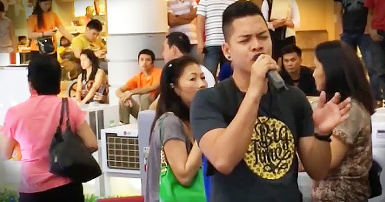 Amateur Singer With 2 'Voices' Stuns A Crowd At The Mall With 'The Prayer'