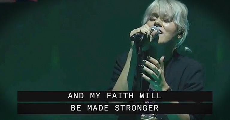 Beautiful Live Performance Of 'Oceans' From Hillsong United At Passion Conference