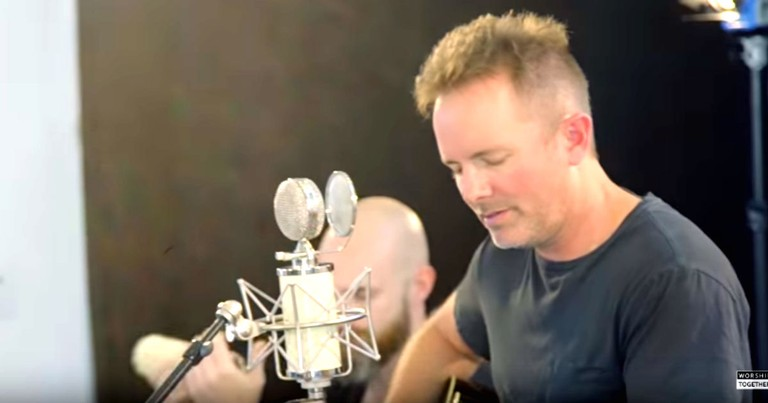 Chris Tomlin Sings Acoustic Version Of New Worship Song 'Yes and Amen'