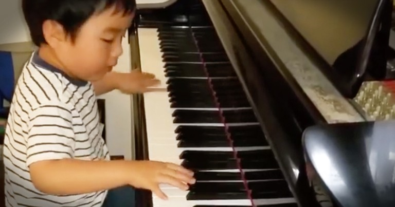 4-year-old Piano Prodigy Evan Le Takes On A Mozart Classic