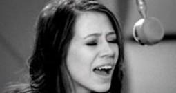 Kerrie Roberts Sings her Song Live - Keep Breathing