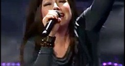 Kari Jobe Sings Chill-Inducing Performance of