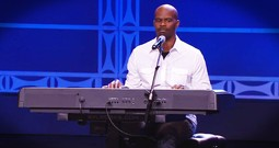 Christian Comedian's Random Thoughts Are Hilarious