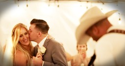 Country Music Singer Surprises Bride And Groom During Their First Dance