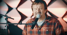 Casting Crowns Wows With An Acoustic 'Glorious Day'