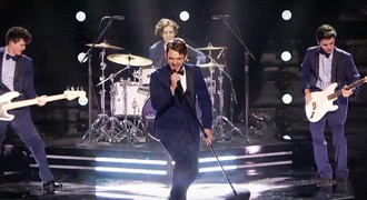 Super Stars Idina Menzel And Michael Buble Sing An